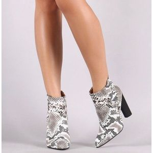 Qupid Shoes - Qupid Black & White Snake Skin Booties